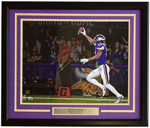 16x20 Photo Framed (Stefon Diggs Signed Framed 16x20 Minnesota Vikings Minnesota Miracle TD Photo Fanatics)