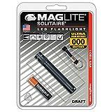 Mag-Lite LED Solitaire bis zu 37 Lumen, 8 cm Mini Taschenlampe, inkl. 1 Micro-Batterie und Schlüsselanhängerschlaufe, schwarz, SJ3A016