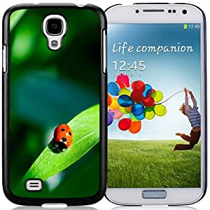 Beautiful Designed Case For Samsung Galaxy S4 I9500 i337 M919 i545 r970 l720 Phone Case With Red Ladybug On A Green Leaf Phone Case Cover