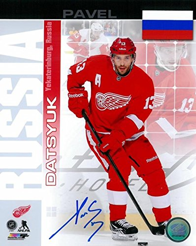 Pavel Datsyuk Autographed Detroit Red Wings 8x10 Photo #10 -