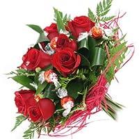Florclick-Ramo Dulzón, de 9 rosas rojas con bombones lindt sobre base de rattán.