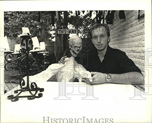 Vintage Photos 1985 Press Photo Halloween - Kevin Dupuis, owner of spook house in -