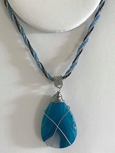 (Women's Necklace: Beaded rope chain with wire wrapped Agate stone)