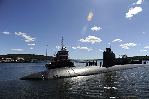 The Los Angeles-class submarine USS Annapolis (SSN 760) pulls into Submarine Base New London in - London Farrow