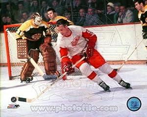 Gordie Howe Detroit Red Wings NHL Action Photo 8x10 #5