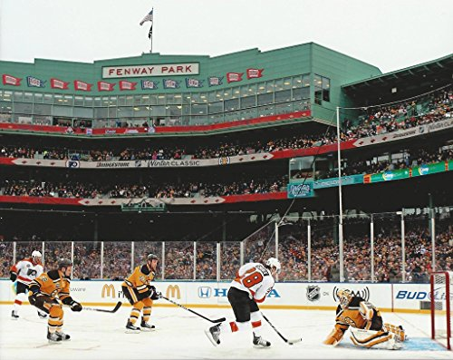 Hockey Fenway Park 2010 Winter Classic Boston Bruins vs Philadelphia Flyers - 11