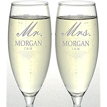 amazon com hubby and wifey set of 2 champagne flutes personalized