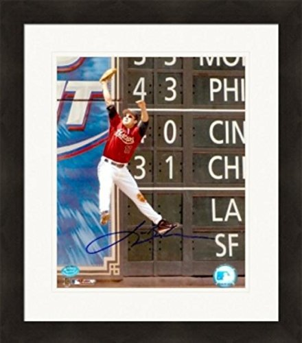 Autograph Warehouse 270307 Lance Berkman Autographed 8 x 10 in. Photo - Houston Astros Image - No. 3 Great Catch Matted & - Houston Warehouse Frames