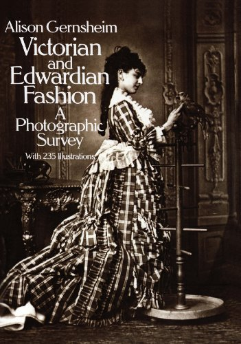 Victorian and Edwardian Fashion: A Photographic Survey (Dover Fashion and ()