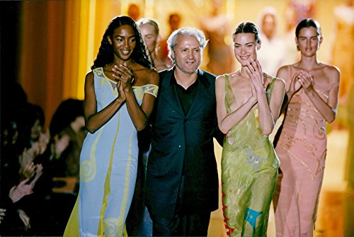 Origin photo of One of Gianni Versace's last collections on the show in Paris, with Naomi Campbell, Stella Tennant and Shalom Harlow
