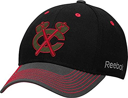 68066b11c7e Amazon.com   Chicago Blackhawks Black Structured Flex Fit Hat   Cap ...