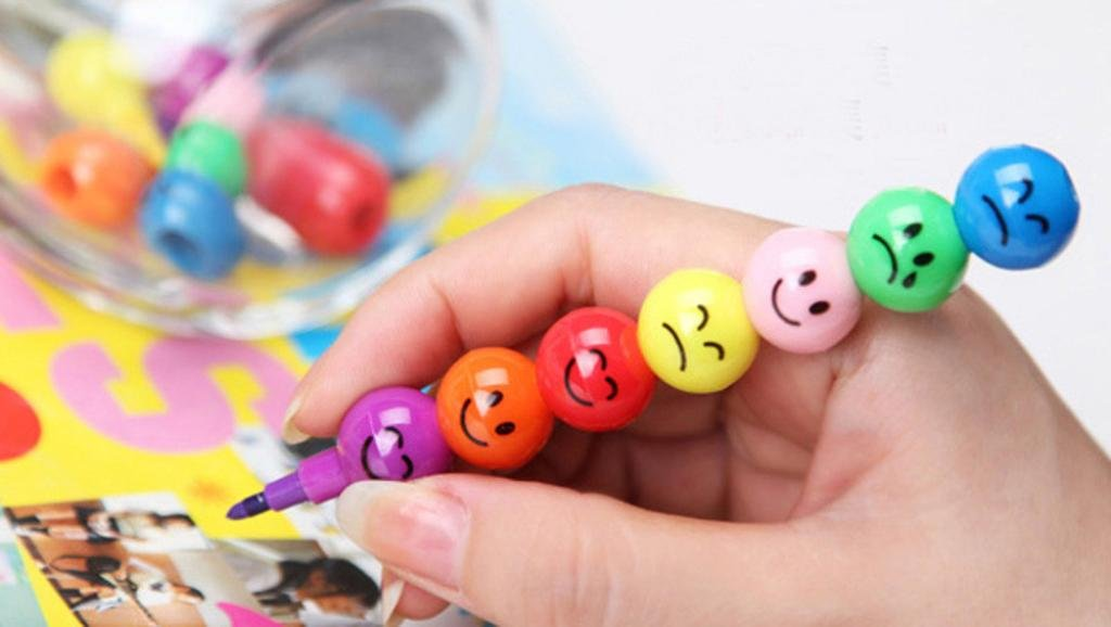 7 Colors Crayons,Tuscom 12CM Smile Face Crayons, Cute Stacker Swap pen,Children Drawing Gift (Multicolor)