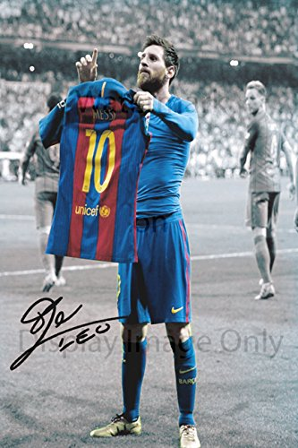 fd09fb34f Amazon.com   Lionel Messi Autograph Replica Poster - Barcelona Jersey Pose    Sports   Outdoors