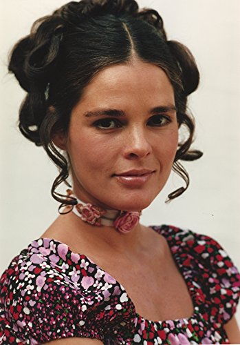 With 30 Print x 24 White MacGraw Ali Photo in Dress Floral Background PTx87O