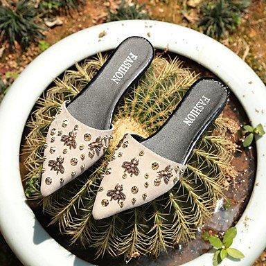 LvYuan Mujer Sandalias Confort Goma Verano Confort Remache Tacón Plano Negro Beige Menos de 2'5 cms beige