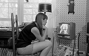 Woman watching tv Artistica di Stampa (45,72 x 60,96 cm)