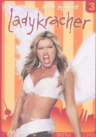 Ladykracher Vol. 03 (2 DVDs)   ~Anke Engelke (Darsteller), u. a.   Durchschnittliche Kundenbewertung:     Versandfertig bei Amazon in 24 Stunden.    Kurzbeschreibung   3,2,1...deins: Anke Engelke zündet den Ladykracher! Die letzte Staffel endlich auf DVD!   Ihre steile Karriere ist fast schon beängstigend, ihre Fan-Gemeinde wird immer größer und bekommt nun endlich neues Futter: Nach dem Riesenerfolg der ersten beiden DVDs erscheint nun endlich