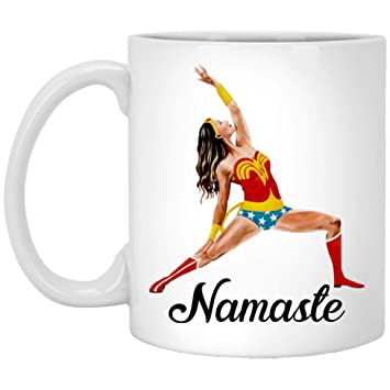 Amazon.com: Namaste Wonder-Woman Doing Yoga divertido ...