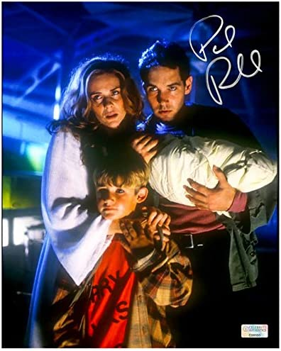 Paul Rudd Autographed Halloween The Curse Of Michael Myers 8 10 Scene Photo At Amazon S Entertainment Collectibles Store
