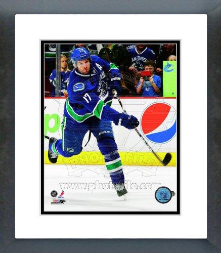 Vancouver Canucks Ryan Kesler 2012 Action Framed Picture 8x10 ()