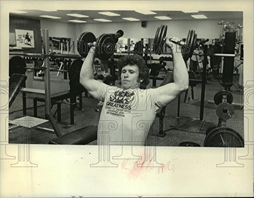 Vintage Photos Historic Images 1981 Press Photo Bill Newcombe Lifts Weights in Albany, York Gym - tua08624-7 x 9 in