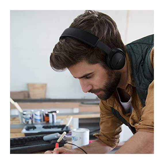"Bose SoundLink On-Ear Bluetooth Headphones with Microphone, Triple Black 8 Bose SoundLink On-Ear Bluetooth Headphones with Microphone - 47.2"" Audio Cable - 1.3"" USB Cable - Carrying Case - Bose 1 Year Limited Warranty Wireless Range: 30' (9.1m) Battery life: Up to 15 hours"