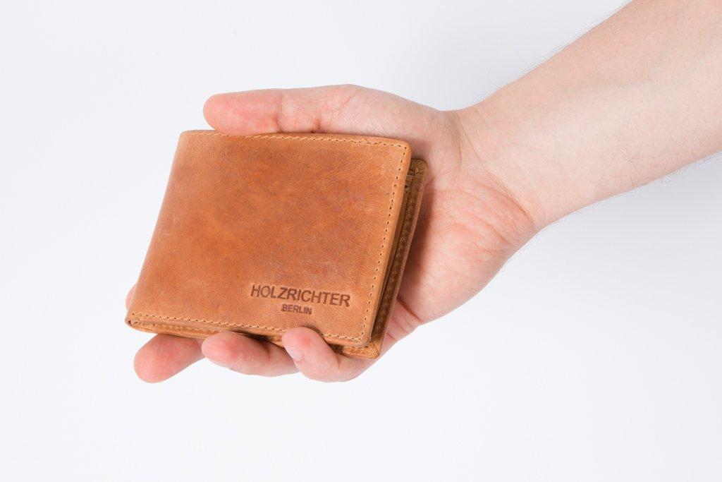a59bd4dad1410 HOLZRICHTER Berlin Premium Geldbörse aus Leder (M) - Handgefertigtes  Portemonnaie für Herren Quer - Camel-braun  Amazon.de  Koffer