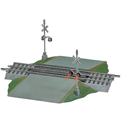 amazon com: lionel fastrack grade crossing w/ flashers 612052: toys & games