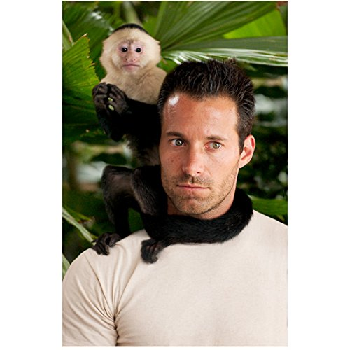 Anacondas: The Hunt for the Blood Orchid (2004) 8 Inch x10 Inch Photo Johnny Messner w/Monkey on Right Shoulder kn