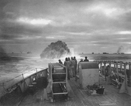 New 8x10 Photo: Coast Guard Sinks Nazi U-Boat
