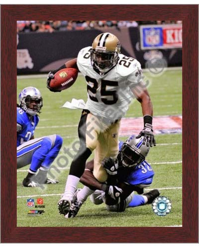 - Poster Palooza Framed Reggie Bush 2009 with The Ball- 8x10 Inches - Art Print (Walnut Brown Frame)