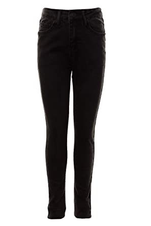 schwarze-jeans-maedchen