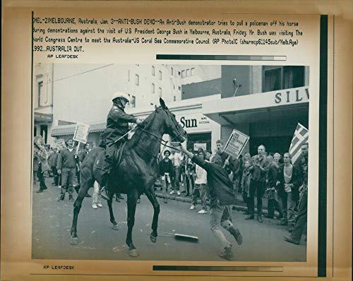Vintage photo of australia demonstrations anti ()