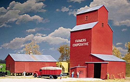 Walthers Cornerstone Series Kit HO Scale Farmers Cooperative Rural Grain Elevator (Ho Scale Accessories)
