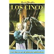 Los Cinco En El Paramo Misterioso/the Five Go to Mystery Moor (Spanish Edition)