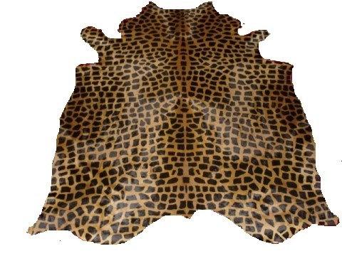 COWHIDE RUG Giraffe Print on Caramel ()