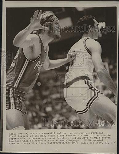 (Vintage Photos 1974 Press Photo Portland Trail Blazers Player Bill Walton & Sonics Jim Fox)