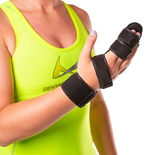 BraceAbility Hand & Two Finger Immobilizer | Buddy Splint Cast for Broken Joints, Trigger Finger Extension, Sprains and Contractures to Straighten Middle, Index & Pinky Knuckles (MEDIUM)