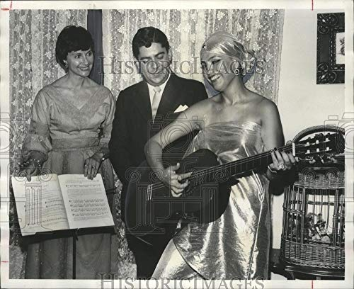 Vintage Photos 1976 Press Photo Party Honors Guatemala City Symphony, Kieffer Home, Huntsville]()