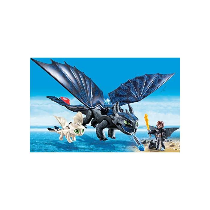 51 jLgFhUQL Diversión para pequeños aventureros: DreamWorks Dragons Hipo y Desdentao con bebé dragón de PLAYMOBIL con accesorios como espada de fuego, traje de vuelo y mucho más Desdentao con espinas dorsales luminosas y función de tiro para flechas, varias aletas entre otros, ampliable con PLAYMOBIL Furia Diurna y bebé dragón con niños (70038) Juego de figuras para niños a partir de 4 años: óptimo para el tamaño de sus manos y bordes redondeados agradables al tacto