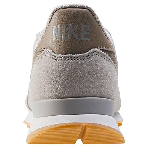 Calzado deportivo para mujer, color Hueso , marca NIKE, modelo Calzado Deportivo Para Mujer NIKE INTERNATIONALIST Hueso PALE GREY/KHAKI
