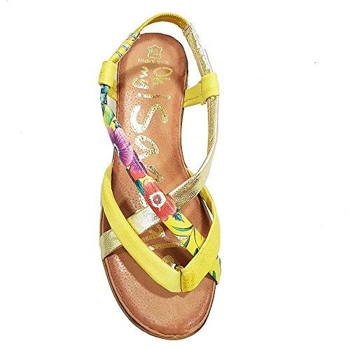Sandalia esclava piel limon flores. Talla 39