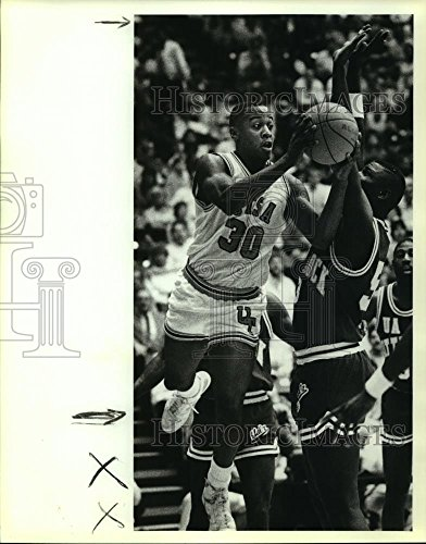 (Historic Images 1989 Press Photo San Antonio and Little Rock College Basketball Players at Game - 10 x 8 in)