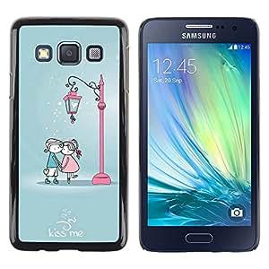 Caucho caso de Shell duro de la cubierta de accesorios de protección BY RAYDREAMMM - Samsung Galaxy A3 - Cute Kiss Me Couple