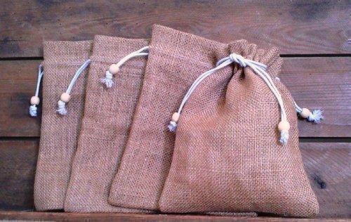 Packung mit 5 x Jutesäcken Natürlich Kordelzug Hessisches Kaffe Tee Sack, 17cm X 23cm. (Code #05) Simpel stilvoll Jute Tasche mit Holz Perle auf Durchziehband. Natürliche Jute Farbe