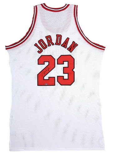 save off a9561 8c5c2 Michael Jordan Signed UDA Bulls Jersey-Official at Amazon's ...