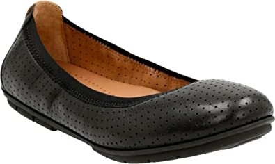 clarks womens shoes black flats