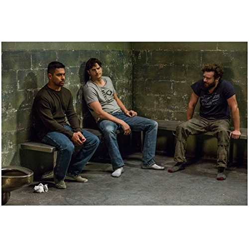 The Ranch (TV Series 2016 - ) 8 inch by 10 inch PHOTOGRAPH Ashton Kutcher, Danny Masterson & Wilmer Valderama Full Body Sitting on Bench in Jail kn