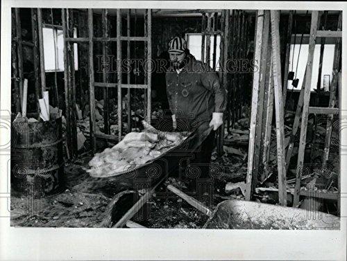 1991 Press Photo Dan Arlington Flood Damaged City - - In The Arlington Highlands