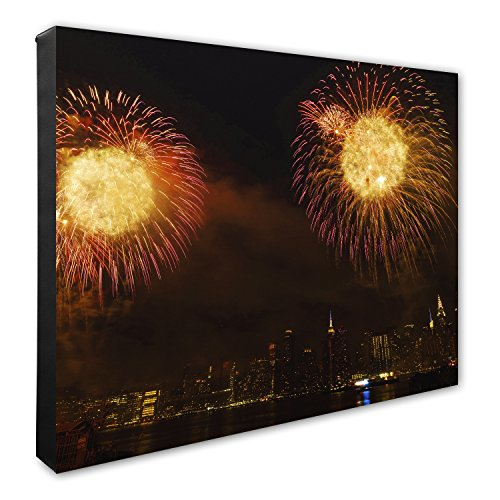 4th of July Fireworks Spectacular in NYC Canvas - York Manhattan Macy In New